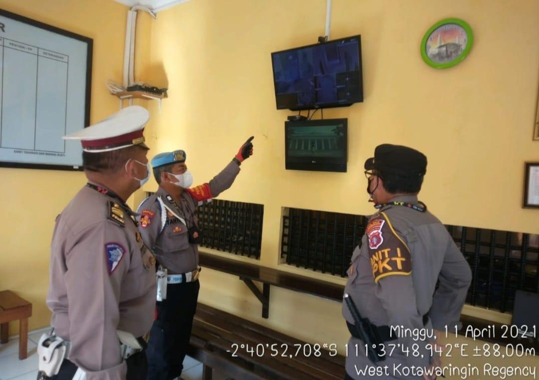 Pawas Piket kontrol ruang tahanan Polres Kobar, pastikan ruang tahanan aman