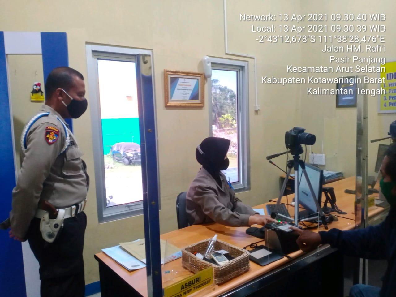Satlantas Polres Kobar Selalu Menerapkan Protokol Kesehatan dalam Pelayanan Administrasi SIM
