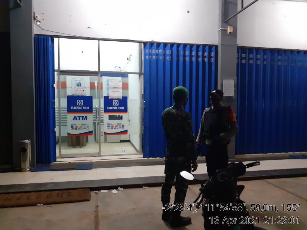 Polsek Arsel Terjunkan Personelnya Laksanakan Pengamanan Sholat Taraweh