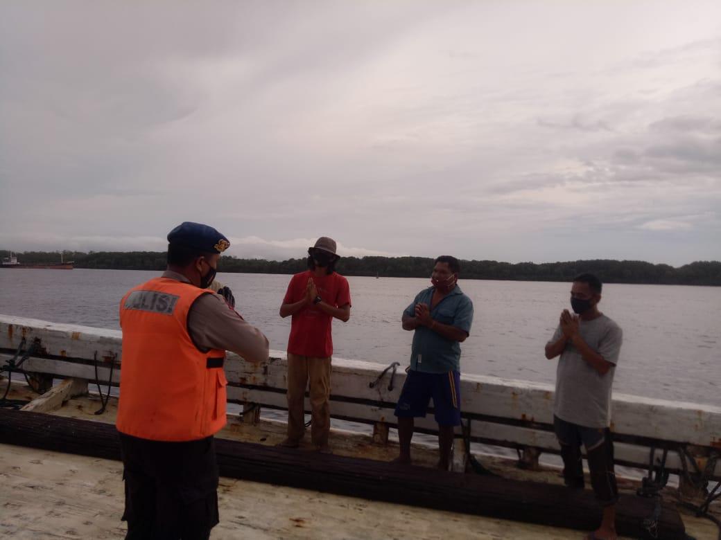 Satpolairud Polres Kobar Ajak ABK Agar Selalu Patuhi Prokes di Kapal