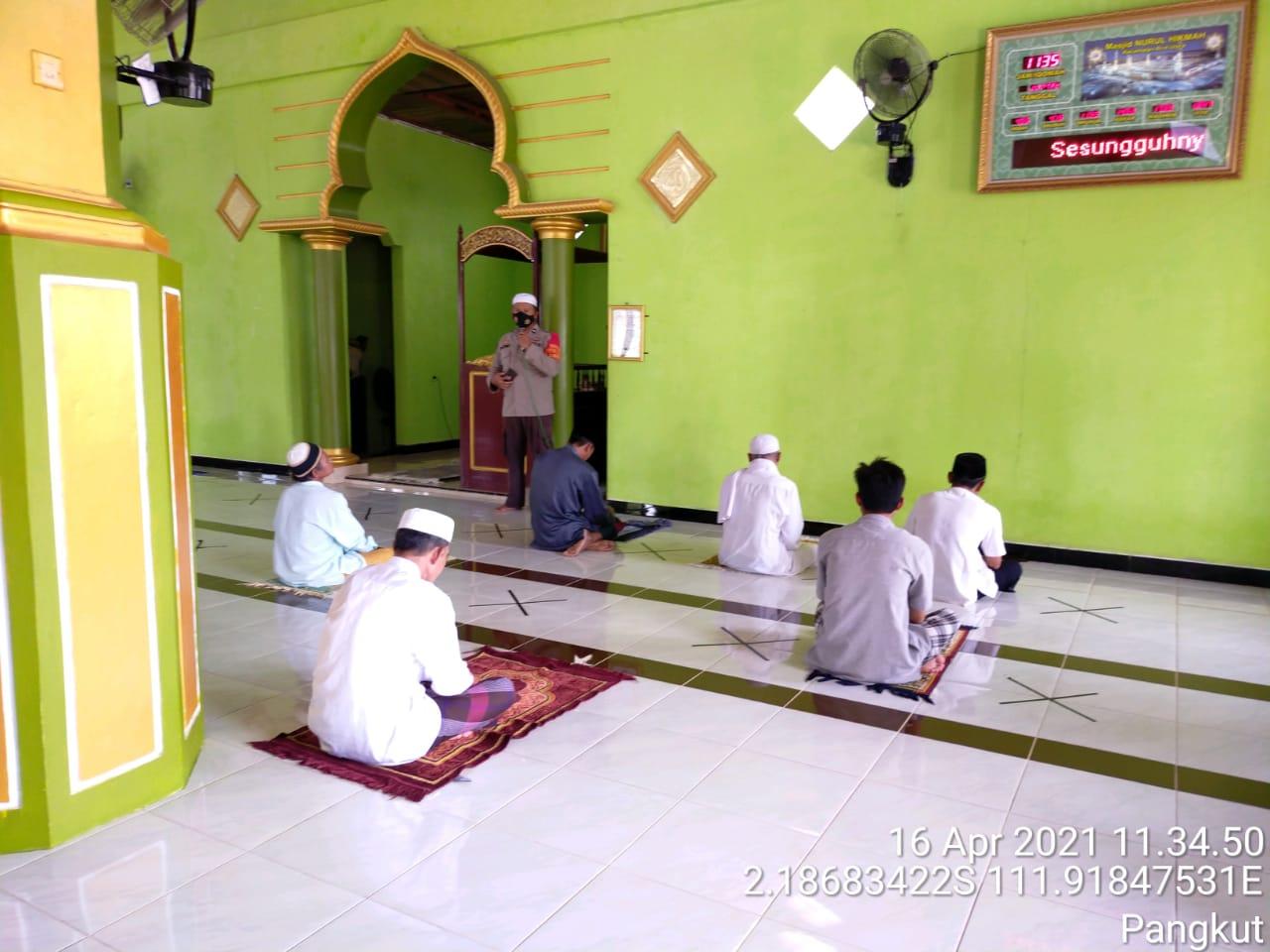 Aipda Ratno Lakukan Safari Jum'at Di Masjid Nurul Hikmah Kel Pangkut