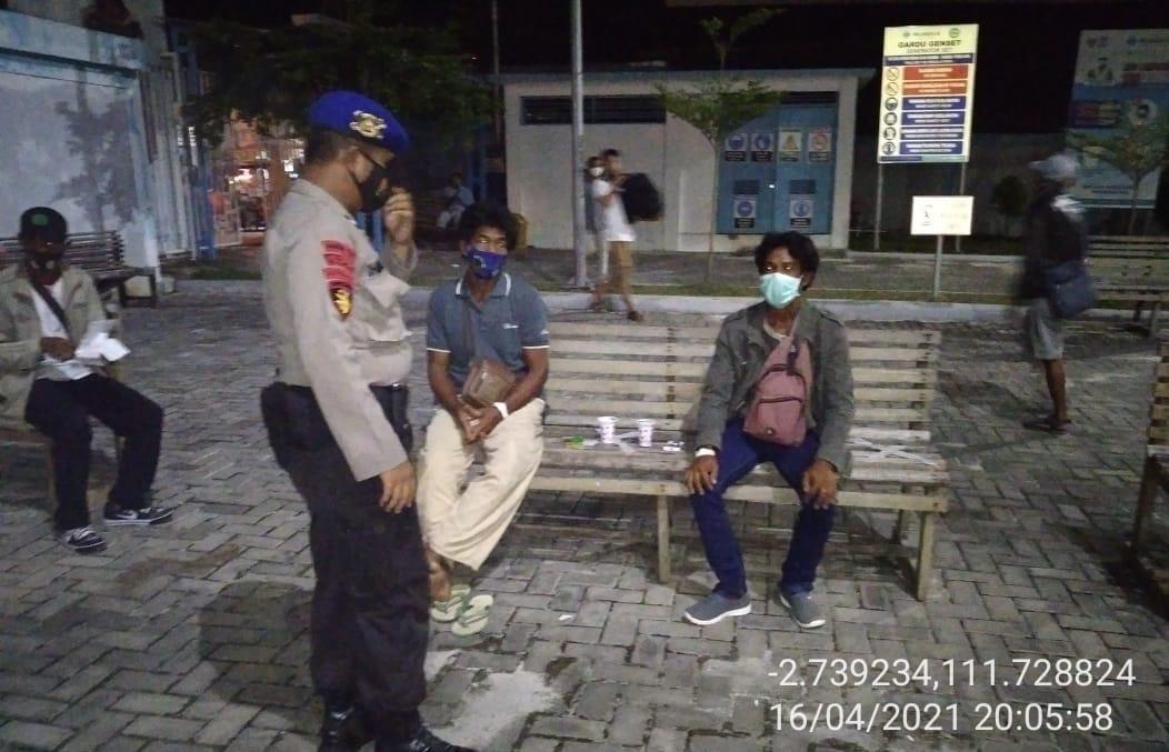Aipda Dharma Laksanakan Polmas Perairan Pada Malam Hari
