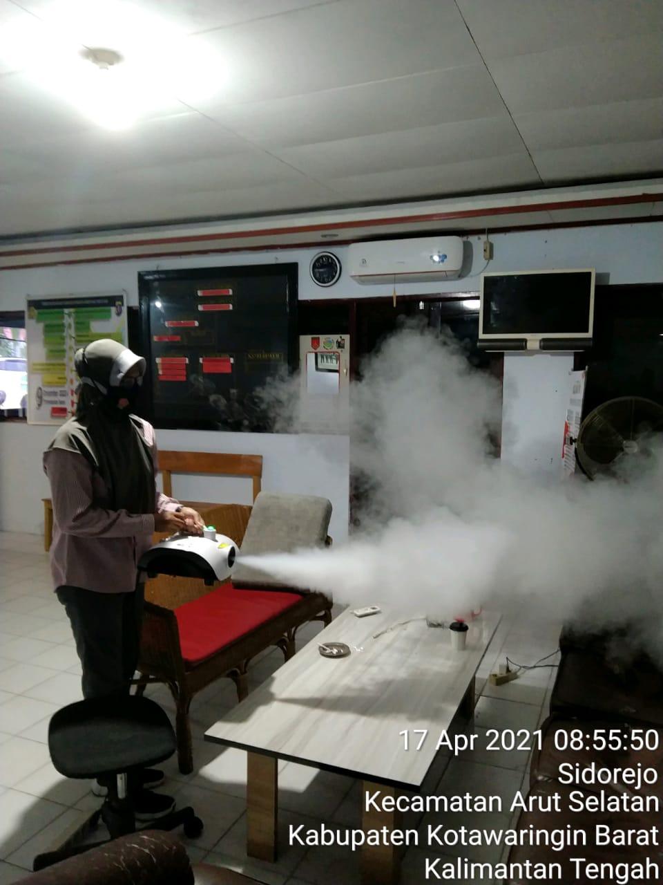 Penyemprotan Disinfektan di Area Pelayanan Publik Kantor Samsat Kobar