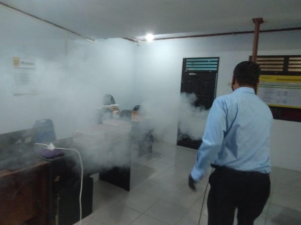 Satresnarkoba Terus Lakukan Penyemprotan Fogging Disinsfektan