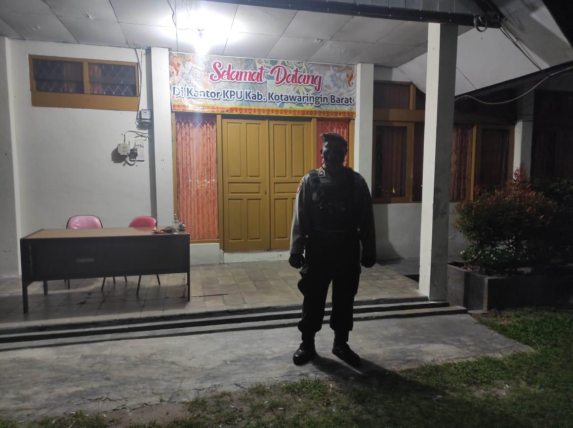 Minggu, Team Patroli Rajawali sambangi Kantor KPUD di Kobar