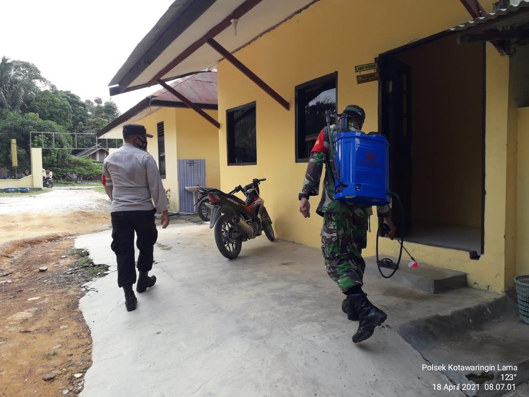 Menekan penyebaran covid 19 petugas gabungan TNI-Polri