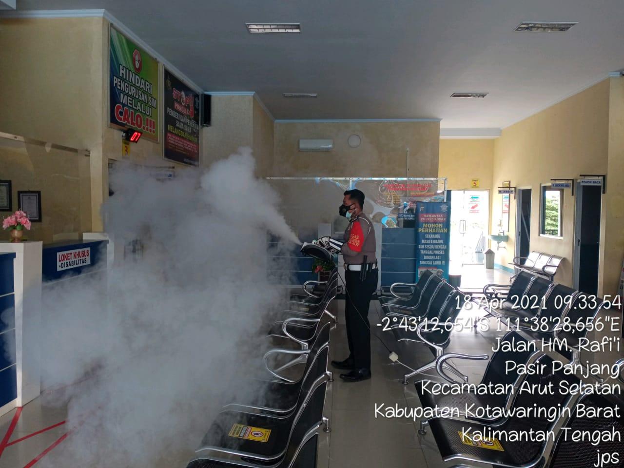 Satlantas Polres Kobar melaksanakan kegiatan Fogging Disinfecktan