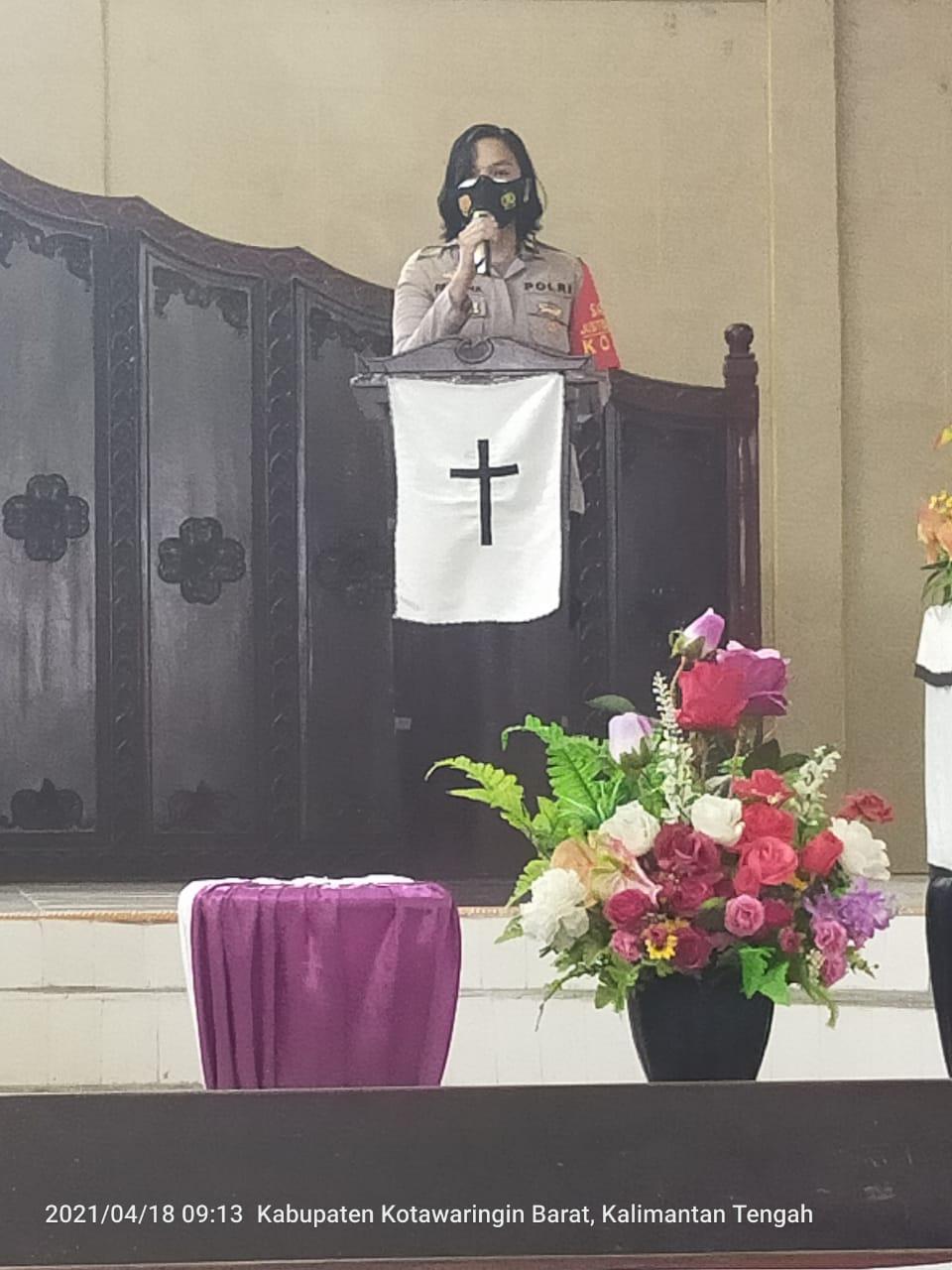 Satreskrim Polres Kotawaringin Barat Berikan Imbauan Kepada Jemaat Gereja Saat Pelaksanaan Ibadah Minggu