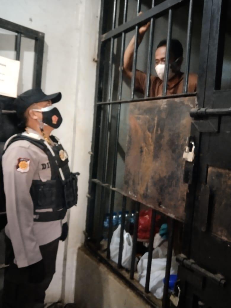 Ruang Tahanan di Cek Polisi