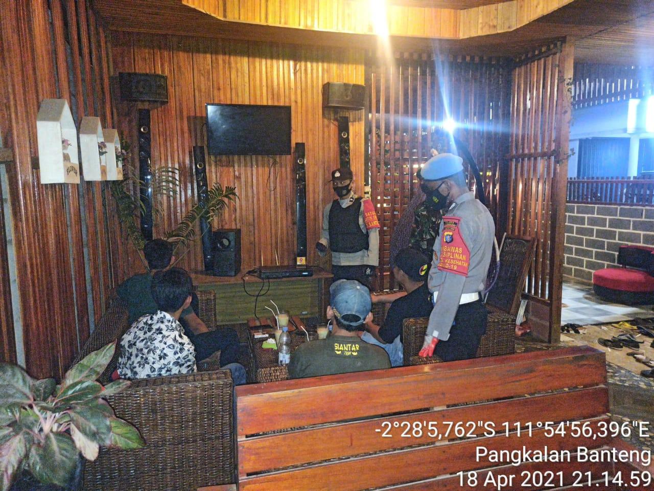 TNI-POLRI Laksanakan Yustisi malam hari di Kec. Pangkalan Banteng
