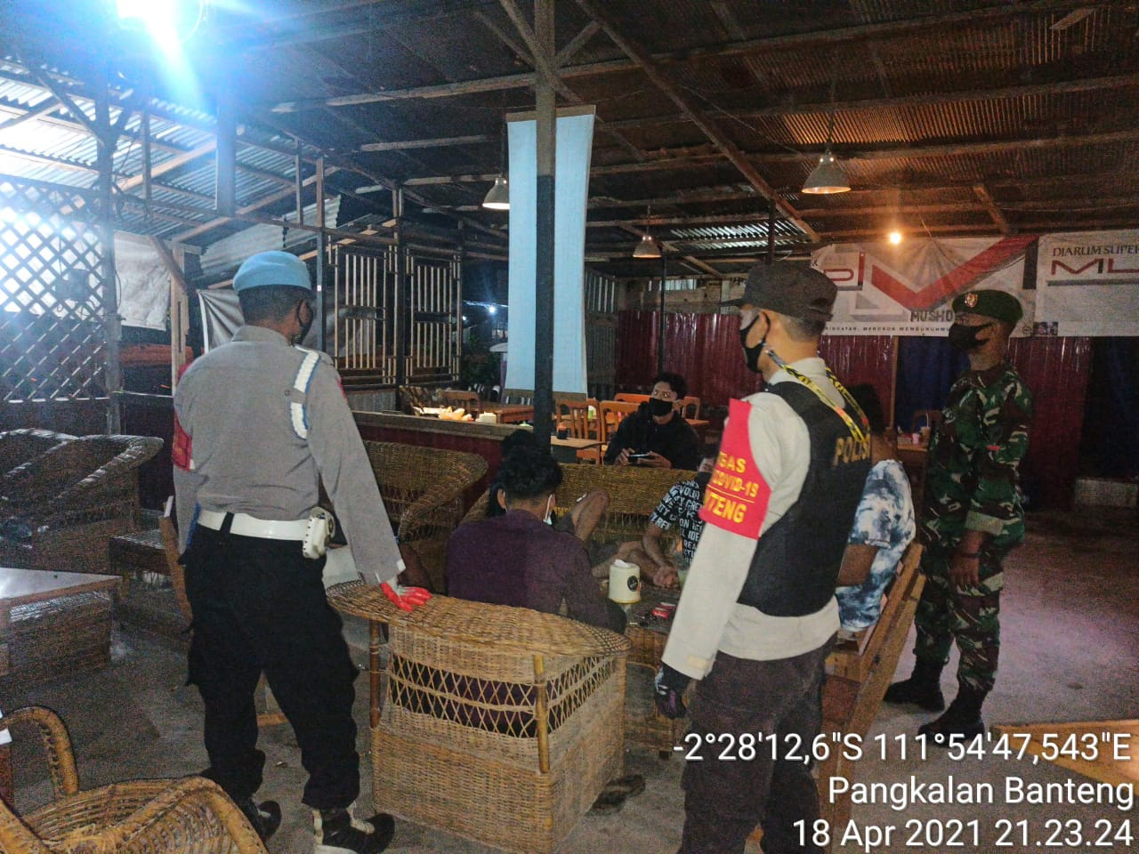 Polsek Pangkalan Banteng Melaksanakan Yustisi di malam hari