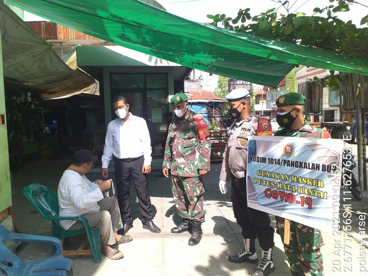 Bersama TNI dan Petugas Trantib Polsek Afsel Laksanakan Aturan Prok