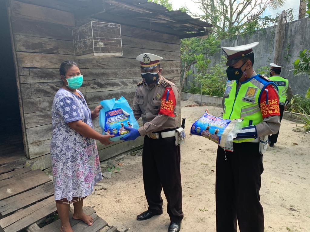 Satlantas Polres Kobar Bagi-bagi Sembako