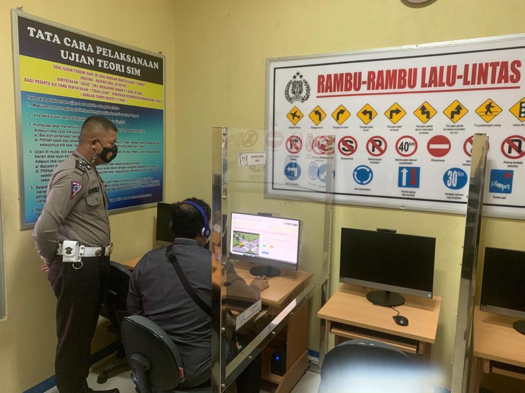 Satlantas Polres Kobar Selalu Menerapkan Protokol Kesehatan dalam Pelayanan Administrasi Pembuatan SIM