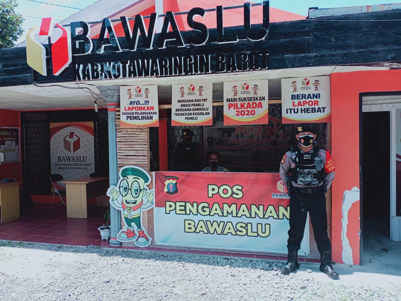 Patroli Team Rajawali Sampaikan Himbauan Kepada Anggota Yang Jaga di kantor Bawaslu