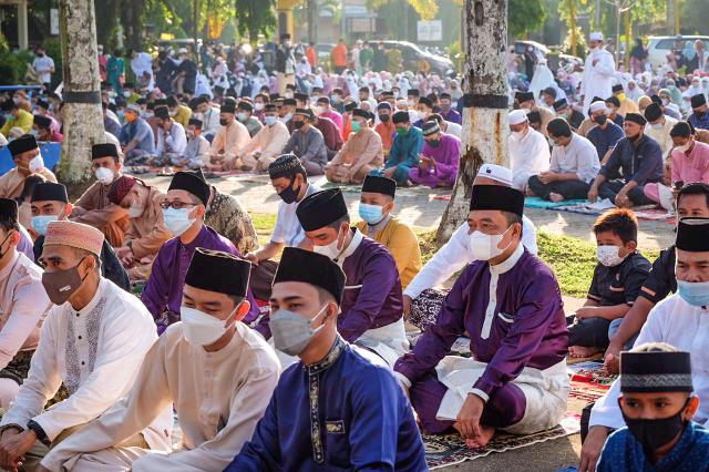 Walikota Tanjungpinang Sholat Idulfitri Di Pamedan