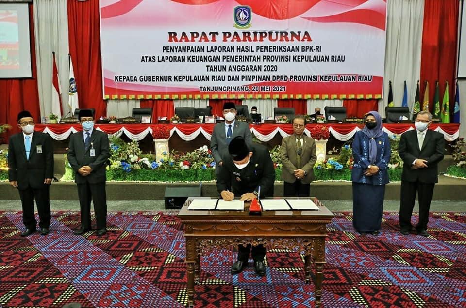 Paripurna DPRD Kepri: Anggota BPK RI Sampaikan Capaian Pemprov Kepri