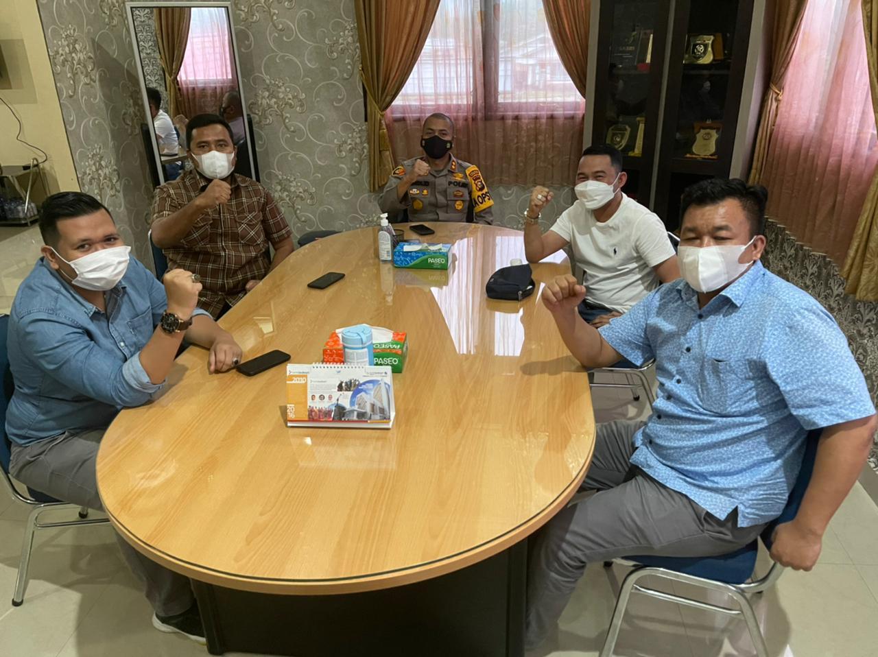 Jelang Berbuka, Ketua KNPI Riau Diskusi Serius Dengan Kapolres Kampar