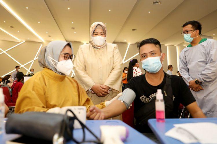 Wagub Marlin Terus Dorong Laju Vaksinasi di Kepri