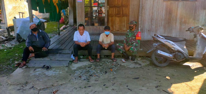 Babinsa Kodim 1002/HST Lakukan Pembinaan Teritorial Kepada Warga Binaan Dengan Komsos