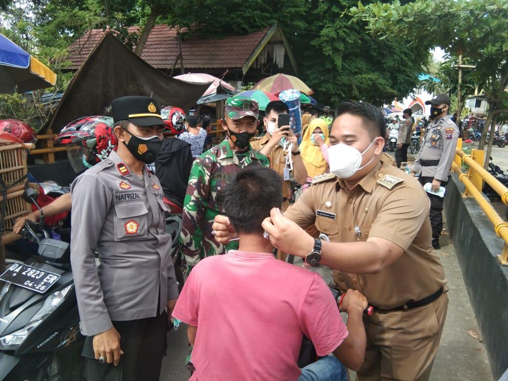 Sinergi Pilar LAS Lakukan Operasi Yustisi di Pasar Pantai Hambawang