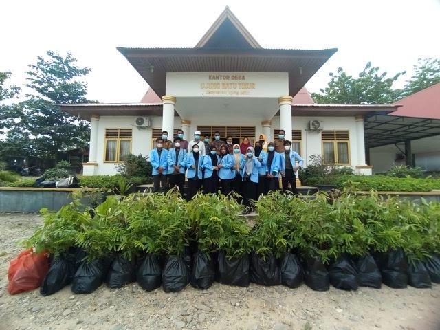 Mahasiswa KUKERTA UNRI Desa Ujung Batu Timur Membagikan 1000 Batang Bibit