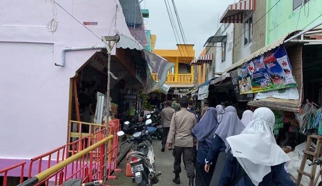 Selasa (13/07/2021) Belakang Padang -Mahasiswa Kuliah Kerja Nyata Balek Kampung Kelurahan Tanjung Sari 2021 Universitas Riau berpatisipasi dalam membantu Tim Pemburu Pelanggar Protokol Kesehatan.