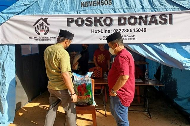Kunjungi Posko Aspec, Bripka Zulham Donasi Beras
