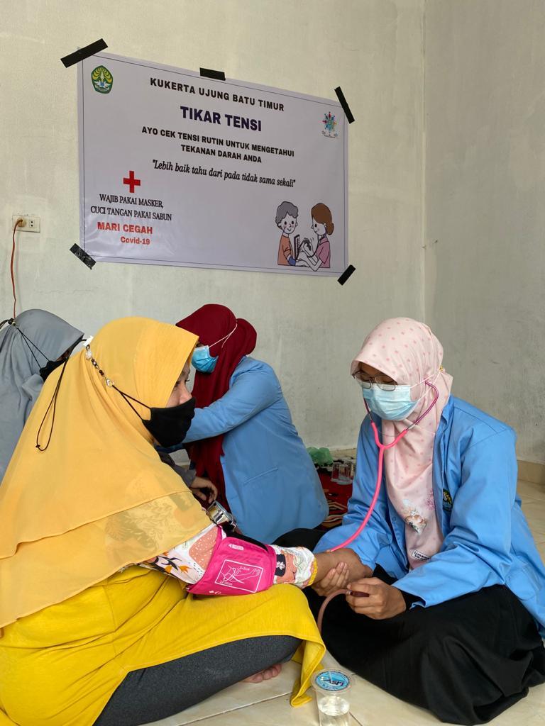 Mahasiswa Kukerta Balek Kampung Universitas Desa Ujung Batu Timur mengadakan kegiatan Medical Check Up