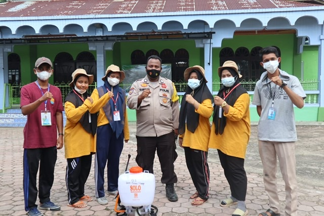 Mahasiswa Universitas Riau Lakukan Penyemprotan Desinfektan
