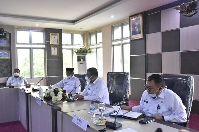 Rapat Koordinasi Persiapan Pelaksanaan Vaksinasi Bagi Anak Usia 12 – 17 Tahun Di Kabupaten Karimun di Ruang Rapat Cempaka Putih Kantor Bupati