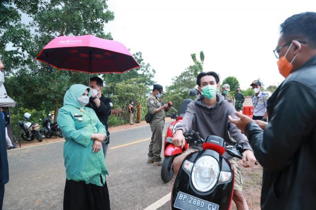 Walikota Tanjungpinang Tinjau Pelaksanaan Penyekatan di Daerah Perbatasan