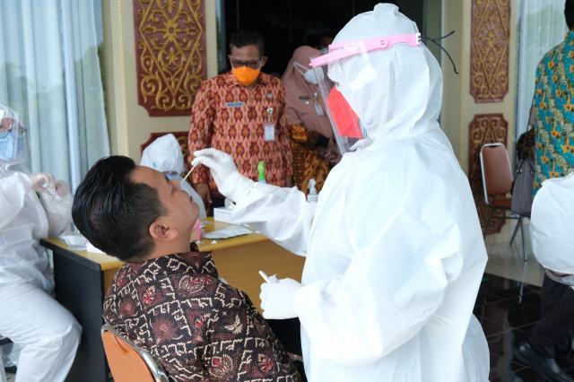 Sebelum Rapat PPKM Bersama Forkopimda, Peserta Lakukan Antigen
