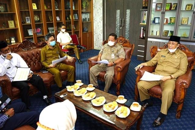 Wakil Bupati Karimun bpk H. Anwar Hasyim, M.Si memimpin rapat persiapan keberangkatan kafilah STQ kabupaten Karimun ke Tanjungpinang di ruang rapat Wakil Bupati.
