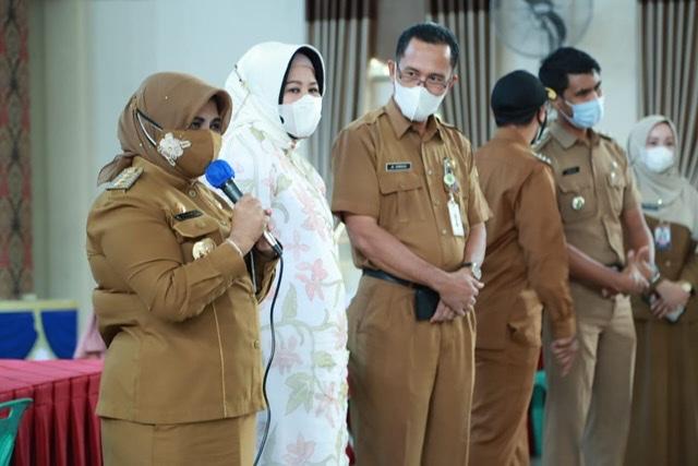 Tinjau Vaksinasi Perdana di Sekolah, Rahma bersama Marlin Ajak Siswa Tetap Disiplin Prokes