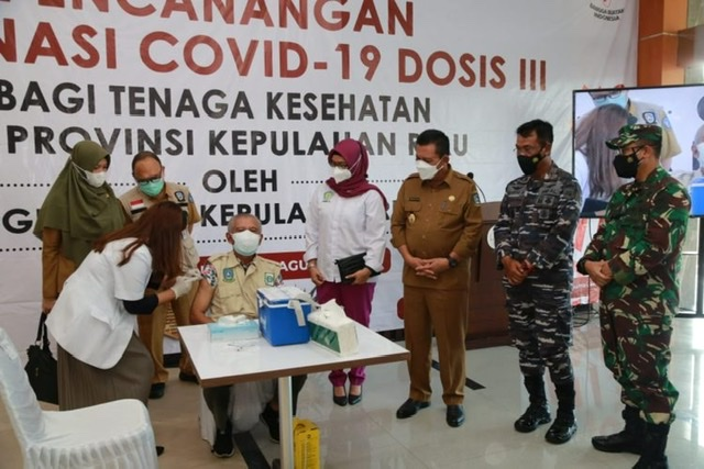 11.556 Nakes Kepri Disuntik Vaksin Ketiga