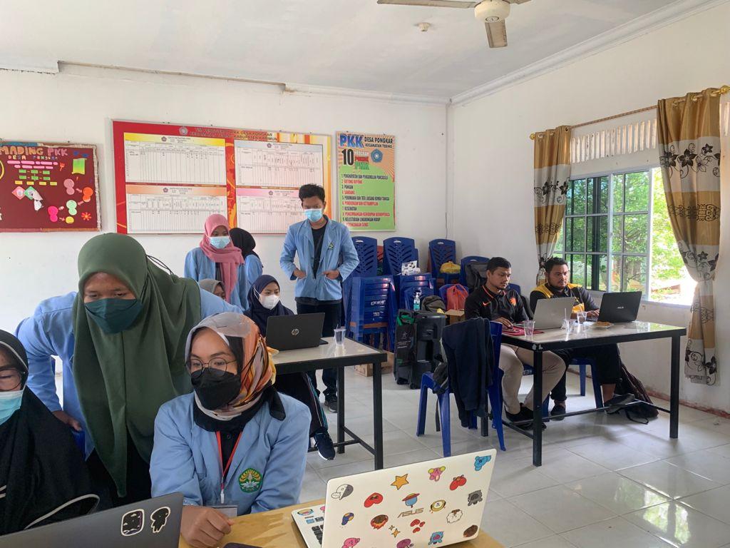 Edukasi Google Meeting dan Google Formulir kepada Guru SD se-Desa Pongkar Sebagai Penunjang Kegiatan Belajar Jarak Jauh