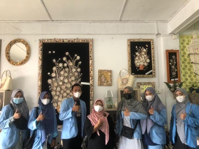 Pengabdian KKN Balek Kampung Universitas Riau dalam Kunjungan ke Rumah Kreatif Bunda Evie