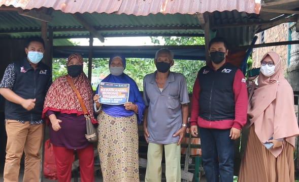 Pedagang di Tanjungpinang Ini Menangis Dagangannya Diborong