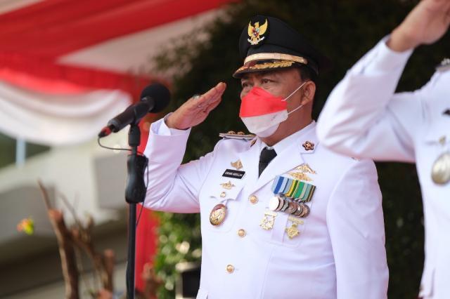 Wawako Tanjungpinang Inspektur Upacara Penurunan Bendera