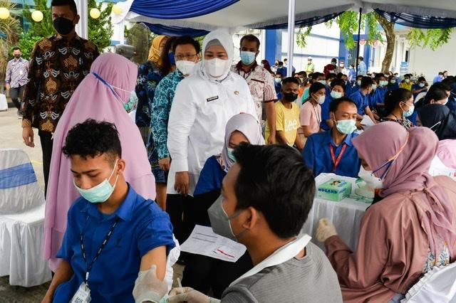 Tinjau Vaksinasi, Wagub Kepri : Bersama-sama Untuk Memulihkan Kesehatan Kepri dari Pandemi Covid-19.