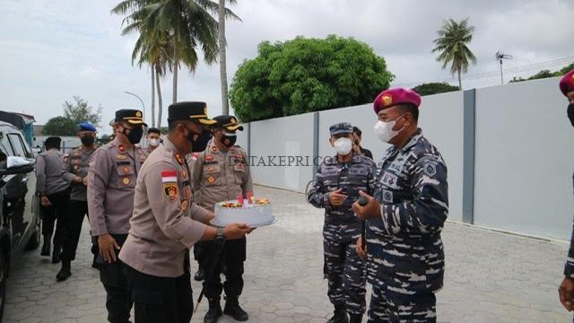 Kapolres Bintan Datangi Kediaman Kafasharkan Dan Mako TNI-AL  Bawa Kue Ulang Tahun