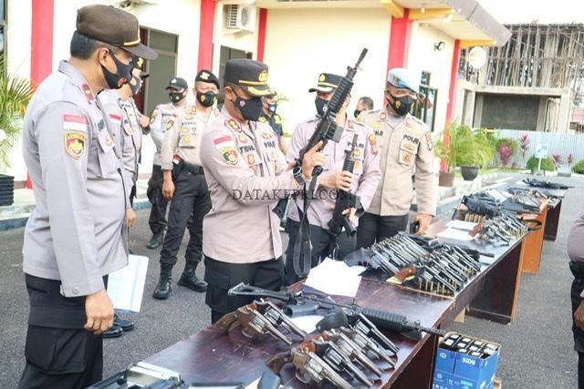 Kapolres Bintan Lakukan Pemeriksaan Senjata Api Dinas